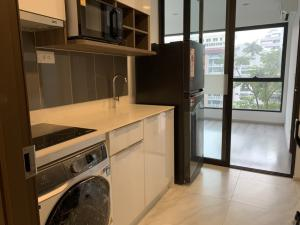 For RentCondoRama9, RCA, Petchaburi : ** RENT ** Ideo Mobi Asoke Brand new 2 bedrooms. One of the best spot location where connects you to all transportation modes including road, rail and water.