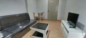 For RentCondoRattanathibet, Sanambinna : W0121 # Condo for rent, The Kith Tiwanon (THE KITH TIWANON), size 28 sq m, building A6, 2nd floor, 1 bedroom, 1 bathroom, 1 kitchen, room, rental fee 5,500 baht / month (including common fee)