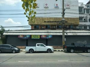 For SaleShophouseRangsit, Patumtani : Commercial buildings for sale in Pathum Thani city, 4 booths (through each room), adjacent to the road