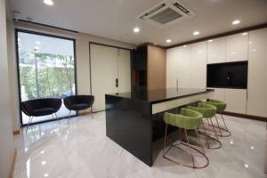 เช่าบ้านรัชดา ห้วยขวาง : Rental : Modern House with Full Furnitures , Ratchada Rama 9 , 400 sqm , 4 Bed 5 Bath 3 Storeys Minimize : 2 Years contracts ( 3 month deposit + 1 month advance) 🔥🔥Rental Price: 300,000 THB / Month 🔥🔥