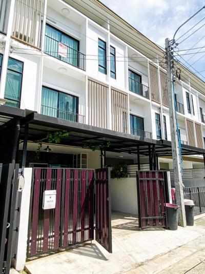 For RentTownhousePattanakan, Srinakarin : Urgent rent for Townhome Patio Srinakarin-Rama 9
