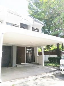 เช่าทาวน์เฮ้าส์/ทาวน์โฮมสุขุมวิท อโศก ทองหล่อ : ให้เช่าบ้านทาวเฮ้าหลังมุม 2-storey townhouse For Rent 3 bed 3 bath 176sqm house area 56sqw with 2 parking and garden beside the house