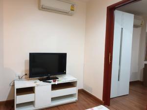 For RentCondoRama9, RCA, Petchaburi : Urgent for rent, PG 2 rooms, 35 sq m, 3rd floor, 1 bedroom, price 9,500 baht.