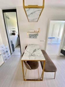 For RentCondoOnnut, Udomsuk : For Rent: Aspire Sukhumvit-On Nut Soi 21 (Sukhumvit 77) 2 bedrooms, 1 bathroom, size 52 sqm., 4th floor, Building B, corner room, pool view.