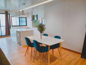 เช่าคอนโดสุขุมวิท อโศก ทองหล่อ : For rent >> Royal Castle Condominium, sukhumvit 39, 3 bedroom.