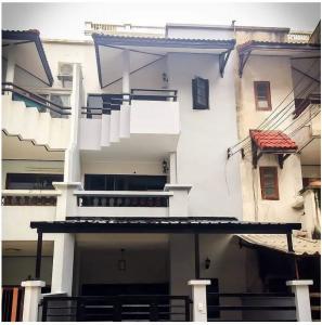 For RentTownhouseKasetsart, Ratchayothin : 3-storey townhouse for rent, Soi Phahonyothin 26, near BTS Phahon Yothin 24.
