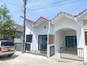 For SaleTownhouseChiang Mai : Townhouse for sale, corner plot, less than 1.5 million Near Mueang Chiang Mai District, San Sai District
