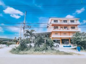 For SaleShophouseBangbuathong, Sainoi : 4 storey commercial building for sale with a large warehouse On the main road Bang Kruai - Sai Noi