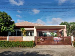 For SaleHouseRayong : Quick sale! Selling at a loss, Single House Petcharat Lake Village, Thapma, Rayong.