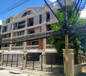 For RentHome OfficeNana, North Nana,Sukhumvit13, Soi Nana : 4-storey home office for rent, Soi Sukhumvit 4 (Nana), wide area, convenient transportation