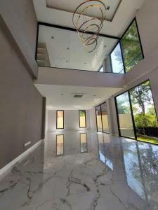 ขายบ้านราษฎร์บูรณะ สุขสวัสดิ์ : ขาย บ้านหรูหลังใหญ่ ม.มัณฑนา ธนบุรีรมย์ ประชาอุทิศ บนเนื้อที่ 142.3 ตรว. ปรับโฉมสร้างใหม่ทั้งหลัง วัสดุเกรดA ออกแบบฟังก์ชั่น SPACE เข้ากับยุคใหม่ สไตล์ โมเดิร์น เรียบหรู