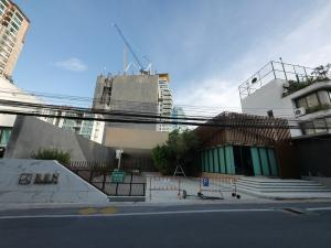 For RentShowroomSukhumvit, Asoke, Thonglor : For Rent / Building for rent with parking, Soi Sukhumvit 39.
