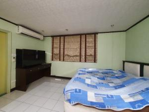 For SaleCondoOnnut, Udomsuk : Condo for sale, Lumpini Center On Nut, corner room, not attached to anyone, private