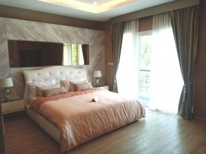 For SaleHouseRamkhamhaeng,Min Buri, Romklao : House for sale, The Extenso Leab Waree, 2 floors, 3 bedrooms, 3 bathrooms. If interested, contact 096-149-5654.