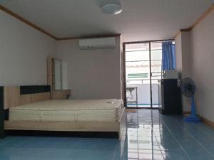 For RentCondoRatchadapisek, Huaikwang, Suttisan : Condo for rent, Ratchada City, Pracharat Bamphen 7, near Huai Khwang mrt.