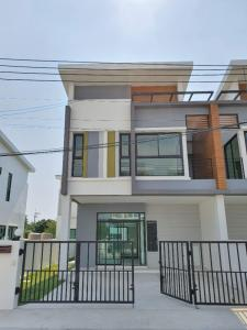 For SaleTownhouseSamrong, Samut Prakan : House for sale, townhome, twin, area 32 sq m. Lots of free gifts!! Decorated, not messy, good location, next to Phraeksa BTS station, near Robinson Samut Prakan, only 2 km. House 1 year old, new project. quiet village