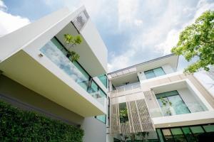 เช่าบ้านพระราม 9 เพชรบุรีตัดใหม่ : Rental / Selling : Single House With Full Furnitures in Rama 9 - Srinakarin, 3 Storeys , 150 sqw , 573 Sam , 4 Bed 5 Bath 4 Parking lot🔥🔥Rental Price : 400,000 THB / Month 🔥🔥🔥🔥Selling Price : 90,000,000 THB 🔥🔥