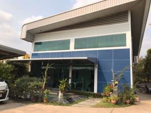 For RentOfficeRangsit, Thammasat, Patumtani : For Rent 2-storey office building with warehouse for rent, land area of 1 rai, Soi Rangsit-Nakhon Nayok. Rangsit-Nakhon Nayok Road, Khlong Nueng, inbound side of Bangkok, very nicely decorated