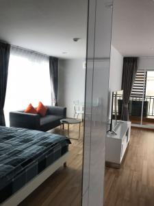 For RentCondoOnnut, Udomsuk : Rent fully furnished 31m2 condo  regent home 19. 55 inch 3d smart tv. Stainless 2 door frost free fridge. All quality furniture. Pool gym. 400m to bangchak