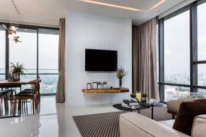 For SaleCondoSathorn, Narathiwat : +++ Urgent sale +++ The Bangkok Sathorn** 2 bedrooms, size 106 sq.m., Fully Furnished