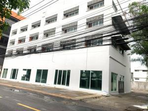 For RentWarehouseRama9, RCA, Petchaburi : Rama 9 warehouse with parking area, area 1 rai, usable area 1,800 sq m.