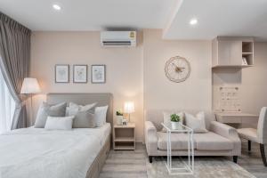 For RentCondoRama9, RCA, Petchaburi : Ideo Mobi Asoke, Studio room, beautiful decoration, low price, ready to move in