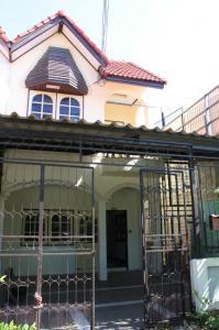 ขายทาวน์เฮ้าส์/ทาวน์โฮมพัทยา บางแสน ชลบุรี : ขายบ้านทาวน์เฮาส์ 25 ตรว. บางพระ ศรีราชา ชลบุรี
