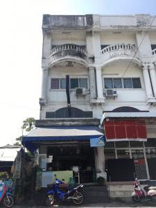 For SaleShophouseRamkhamhaeng Nida, Seri Thai : Quick sale, commercial building, good location, cheap price, corner room, 3.5 floors, near Bueng Kum market 300 meters