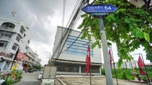 For SaleOfficeLadkrabang, Suwannaphum Airport : Office for sale, 4.5 storey office building, Soi Rom Klao 54, 1200 sqm., near Suvarnabhumi Airport Link Wide parking lot, beautiful building, good condition.