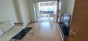 For RentCondoRatchadapisek, Huaikwang, Suttisan : For rent Rhythm Ratchada Huai Khwang, next to MRT Huai Khwang, 46 sqm, high floor, price 17,000, contact 0808144488.