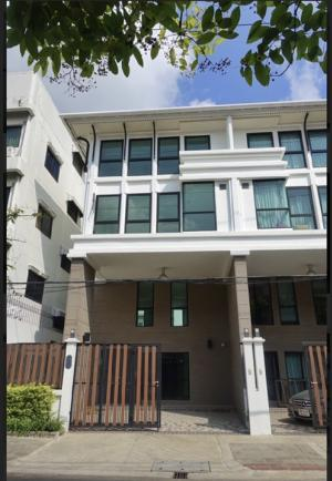 For RentHome OfficeSathorn, Narathiwat : Townhouse/ home office for rent 240 sqm 4 bedrooms 4 bathrooms walking distance to BTS