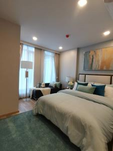 For SaleCondoSathorn, Narathiwat : New condo, south, 2 bedrooms, 2 bathrooms, free furniture, small units, quiet, next to Sathorn, pets can be conveniently located.