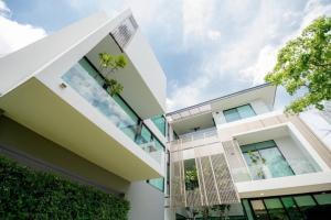 ขายบ้านพัฒนาการ ศรีนครินทร์ : Rental / Selling : Single House With Full Furnitures in Rama 9 - Srinakarin, 3 Storeys , 150 sqw , 573 Sam , 5 Bed 6 Bath 5 Parking lot