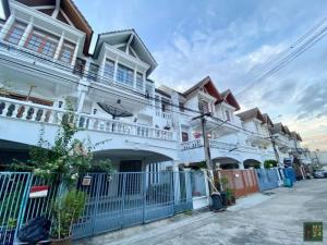 For RentTownhouseSathorn, Narathiwat : TOWNHOUSE next to Makro Sathorn, 3 floors, 3 bedrooms, 5 bathrooms, 2 parking spaces 20 sq m. 35000 per month.