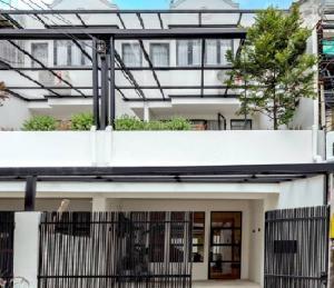 เช่าทาวน์เฮ้าส์/ทาวน์โฮมบางนา แบริ่ง : For Rent ให้เช่าทาวน์โฮม 3 ชั้น ซอยลาซาล ถนนสุขุมวิท 105 รีโนทเวทใหม่ บ้านสวยมาก ตกแต่งพร้อม แอร์ 4 เครื่อง เฟอร์นิเจอร์ครบ อยู่อาศัย หรือ เป็นสำนักงาน จดบริษัทได้