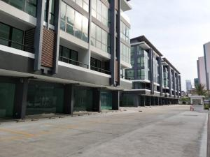 For RentHome OfficeSiam Paragon ,Chulalongkorn,Samyan : For rent Samyan business town Rama 4 office for rent, a room in front of the Samyan project, 5 floors, with elevators, 2 parking spaces, size 340 square meters.
