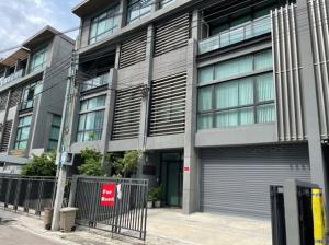 For RentOfficeLadprao101, The Mall Bang Kapi : 4 storey office for rent, next to Lat Phrao Road. Near The Mall Bangkapi, 3 parking spaces, 6 air conditioners, full office furniture.