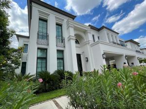 """ขายบ้านพัฒนาการ ศรีนครินทร์ : Selling:Ultra Luxury House """"Sansiri Phattanakarn READY TO MOVE : Dragon 🐉 Number House """"789""""                🔥🔥149,000,000 THB 🔥🔥Single house 2 storeyLand size: 163 sq.wahUsable: 459 sq.m.Details: 4 Bed rooms, 5 bath rooms, 1 living room, 2 kitchens, 2 mai"""