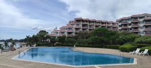 For SaleCondoPattaya, Bangsaen, Chonburi : Bay View Resort Banglamung, Chonburi, seafront condo for sale, near Pattaya, 2 bedroom beachfront condo for sale, very cheap Bay View Resort Banglamung Bay View Resort Banglamung, beachfront condo, cheap sale