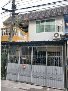For RentTownhouseRatchadapisek, Huaikwang, Suttisan : 2-storey townhouse for rent in Huai Khwang-Sutthisan area. Located in Soi 20 June, intersection 5, very convenient transportation, good atmosphere, quiet, not crowded. Suitable for living together as a family.