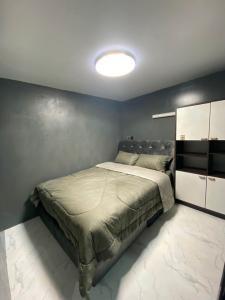 For RentCondoRatchadapisek, Huaikwang, Suttisan : Condo for rent, Ratchada City Condo, divided into 2 small bedrooms