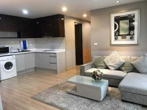 For SaleCondoRatchathewi,Phayathai : Selling at a loss!! The Address Pathumwan, the room actually exists, 2 bedrooms, 2 minutes walk to Siam. Good deal like this. Don't miss it.