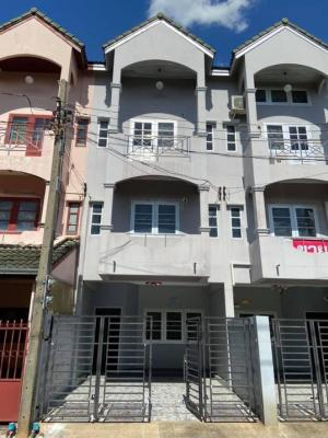 For RentTownhouseChengwatana, Muangthong : 📣📣 Townhome for rent, good location, Chaengwattana, Soi 13-15, 4 bedrooms, 3 bathrooms, complete the addition of the back of the house. Suitable for living, office