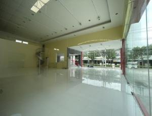 For RentShowroomPattanakan, Srinakarin : For Rent Rent showroom with warehouse and office. Along Phatthanakan Road Next to Phatthanakan Road, parking for 8-10 cars, very good location
