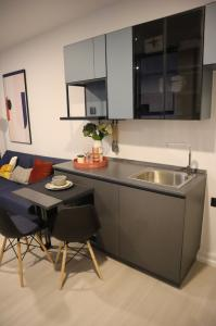 For RentCondoBang kae, Phetkasem : Condo for rent, The Key MRT Phetkasem 48, One Bed Room, size 28.50 sq m, 4th floor, next to the main road and Petchkasem 48 station, just 10 steps, garden view room and BTS. Fully furnished ready to fit