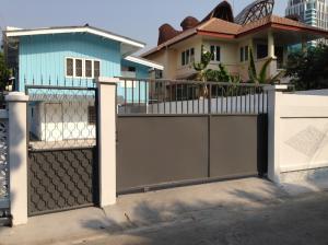 เช่าบ้านลาดพร้าว เซ็นทรัลลาดพร้าว : J004 ให้เช่า ถูกมาก ! บ้านเดี่ยว ใกล้ 5 แยกลาดพร้าว 3 ห้องนอน 2 ห้องน้ำ จอดรถ 5 คัน (โทร 095-929-5613)