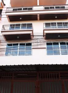 For SaleTownhouseLadprao, Central Ladprao : 3445-A😍 For SELL 4.5 storey townhouse for sale, 4 bedrooms 🚄 near MRT Bang Kapi 🏢 Ladprao 🔔 House area: 22.00 sq wa 🔔 Living area: 396.00 sq m For sale: 4,200,000฿📞O88-7984117 ,O65-9423251✅LineID:@sureresidence