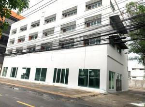 เช่าสำนักงานพระราม 9 เพชรบุรีตัดใหม่ : For Rent ให้เช่าอาคารสำนักงาน / Showroom หรือเป็นโกดังเก็บสินค้า พื้นที่ 1800 ตารางเมตร ซอยพระราม 9 ถนนพระราม 9 ที่จอดรถ 20 คัน ทำเลดีมาก