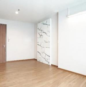 For SaleCondoSathorn, Narathiwat : Condo for sale, Fuse Chan Sathorn, high floor, pool view, studio room with furniture (S2165).
