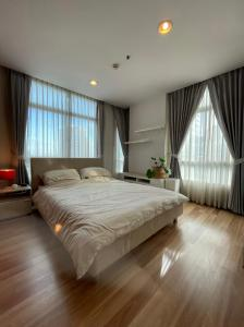 For SaleCondoOnnut, Udomsuk : Corner room, next to Sukhumvit Road, Centric Scene, comfortable atmosphere, good wind, sunny in the morning, the room is not hot.